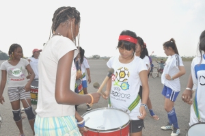 Kimleang learns to play drum with Madagascar Women